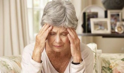 Image depicting a woman appearing to suffer from symptoms of dementia